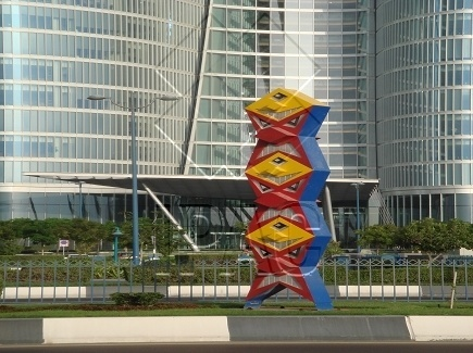 Heavy Handling of Sculptures - Abu Dhabi
